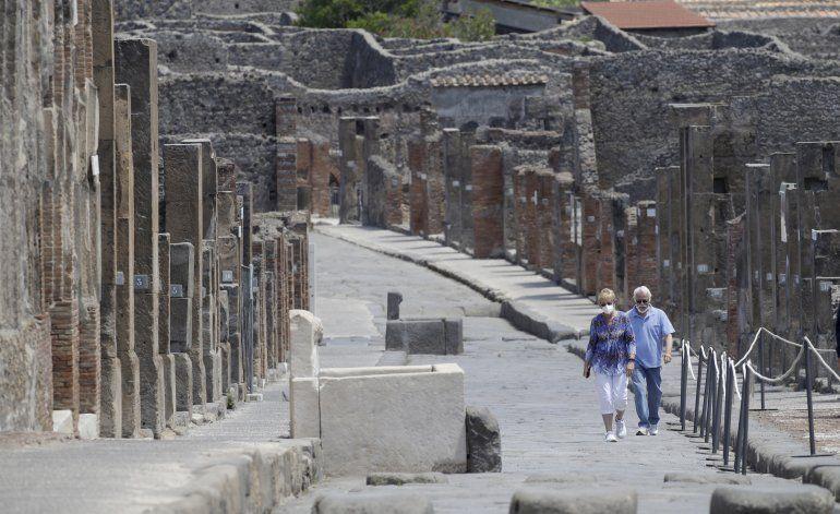 Pareja de EEUU pasa 75 días cuarentena para visitar Pompeya