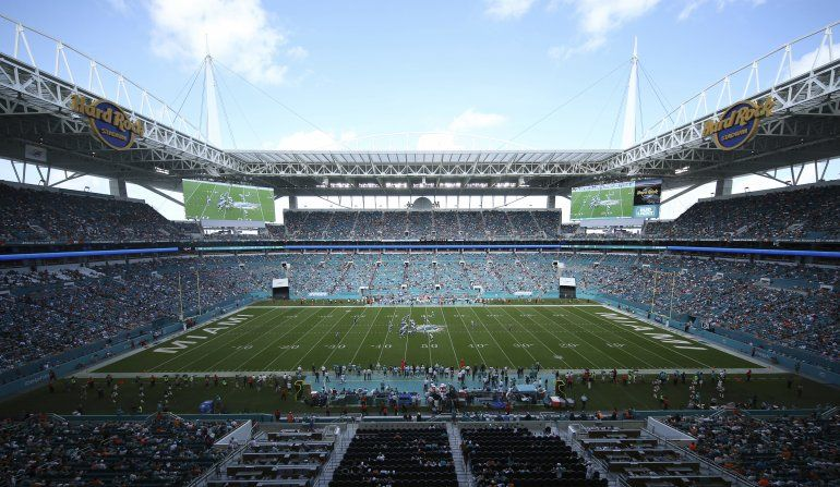 Dolphins transforman su estadio en autocine