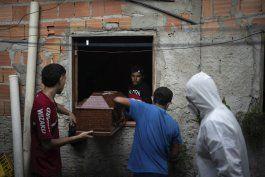 brasil: con agudizacion del covid-19, crecen muertes en casa