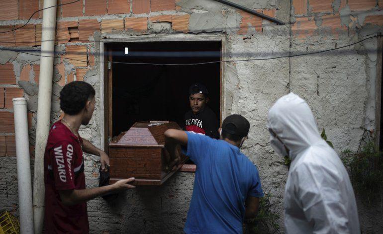 Brasil: con agudización del COVID-19, crecen muertes en casa