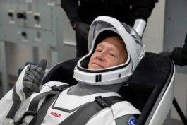 la mision tripulada de la nasa y operada con un cohete de spacex fue pospuesta para el sabado 30 de mayo