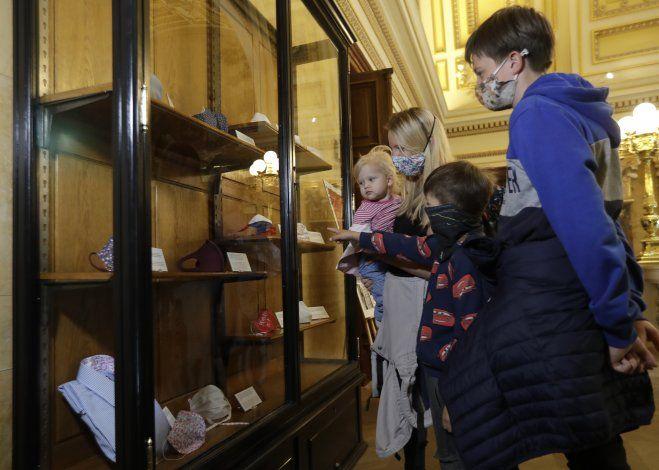 Se inaugura en Praga exposición de máscaras para coronavirus