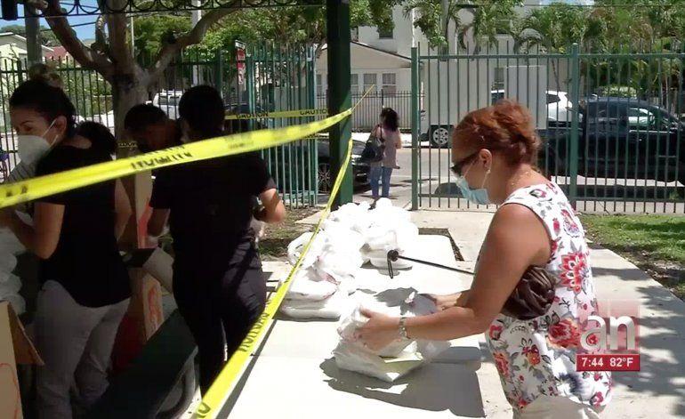 Ciudad de Miami continúa entraga de comidas calientes Completas a sus residentes