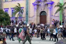 por tercer dia consecutivo manifestantes marchan en el downtown de miami