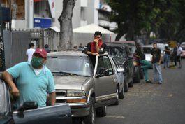 venezolanos enfrentan largas filas y caos por gasolina