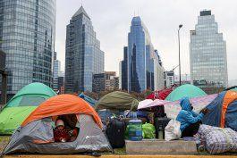 chile: mas de 600 bolivianos acampan para ser repatriados