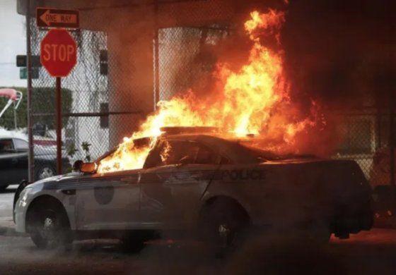Dueños de negocios en Miami temerosos de reapertura por violentas manifestaciones