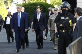 protestas resaltan diferencias entre trump y el pentagono