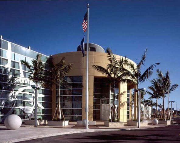 Reabren las oficinas de inmigración de Miami