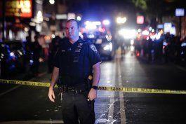 ny: choque deja 1 policia apunalado, 2 baleados en brooklyn