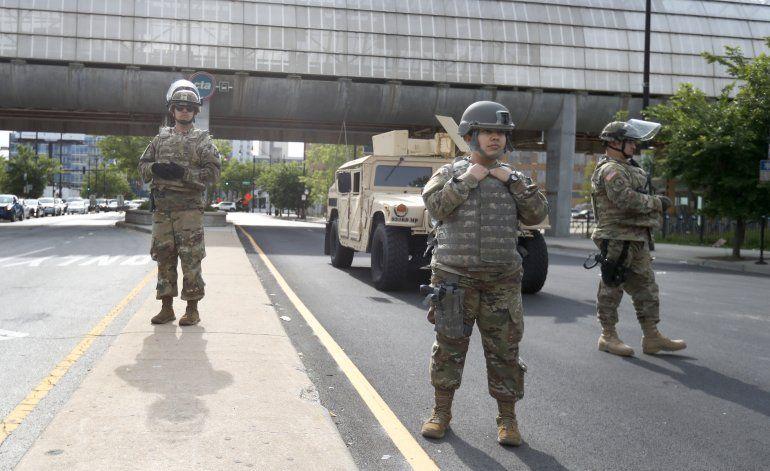 Chocan Trump y Pentágono por uso de soldados ante protestas