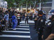 cuomo pide deber civico de manifestantes ante la pandemia