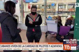 matrimonio de cubanos lleva mas de dos meses viviendo dentro de aeropuerto de santiago de chile