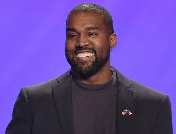 Kanye West protesta en Chicago, dona $2 millones a víctimas