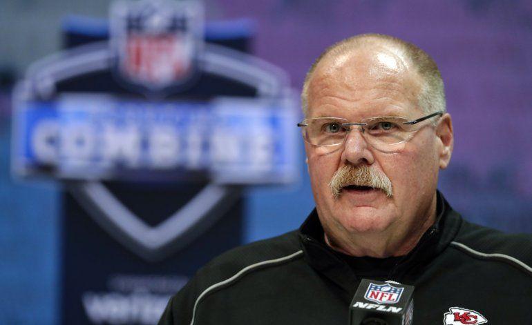 Muchos equipos de NFL, aún sin entrenadores en complejos