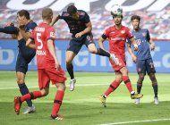 bayern sigue ganando; futbol aleman condena racismo