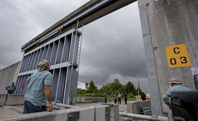 Tormenta tropical Cristóbal bordea costas de sureste de EEUU
