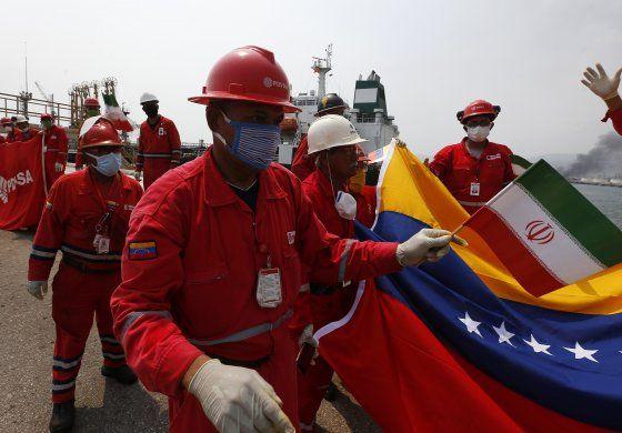 Analista: Otro buque iraní se dirige a Venezuela