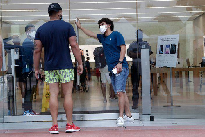 Disminuyen los casos diarios de coronavirus en la Florida