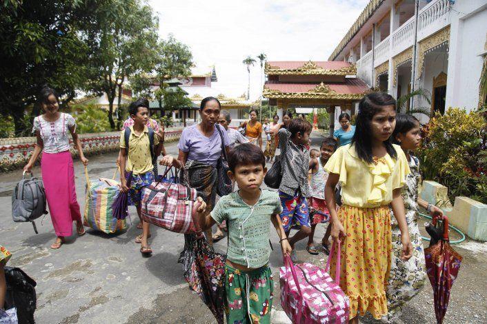 Myanmar: Miles huyen de zona de enfrentamiento con rebeldes