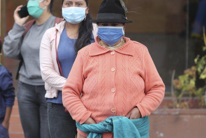Ecuador: miles de empleados estatales vuelven al trabajo