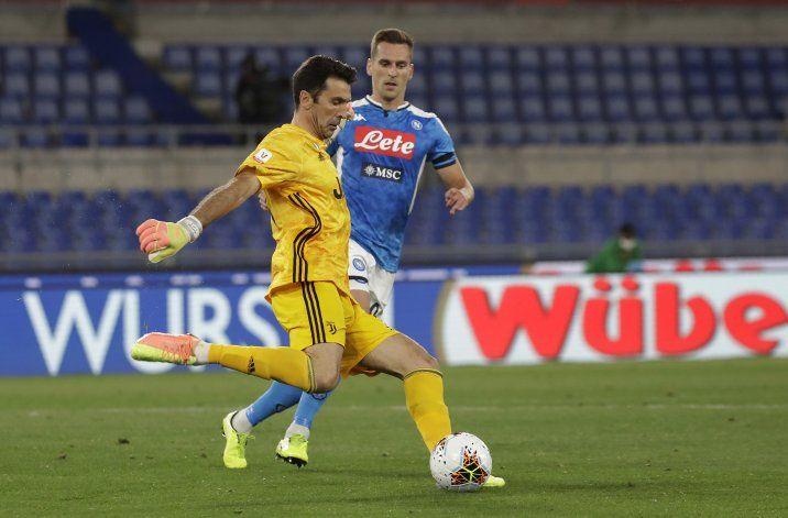 Buffon (42 años) y Chiellini (35) renuevan con la Juve