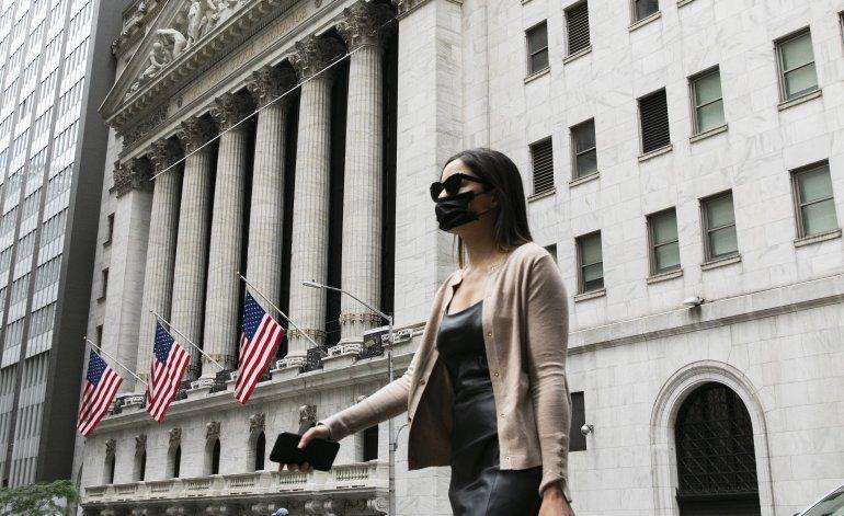 Wall Street abre con leve alza tras repunte el día anterior
