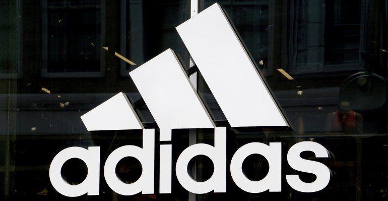 Renuncia ejecutiva de Adidas, tras críticas sobre diversidad