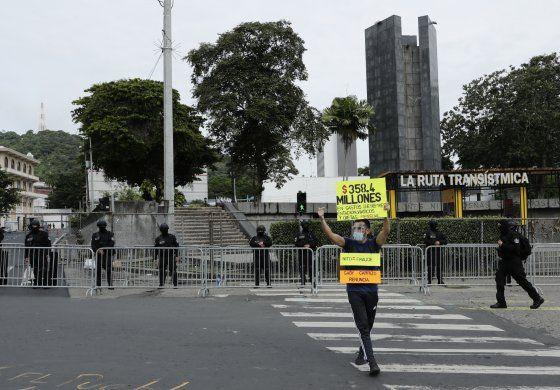 Panamá sanciona moratoria y hará aperturas por zonas