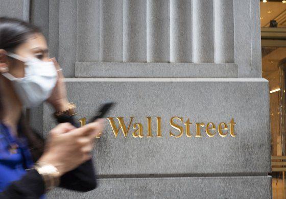 Wall Street cierra mixto y alarga racha de ganancias