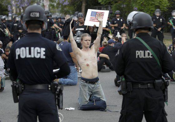 Recortan presupuesto y personal de Policía de Los Ángeles