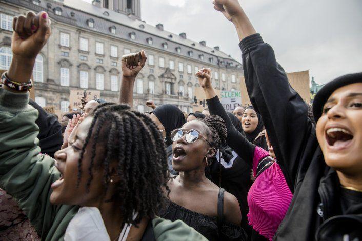 Activistas dicen que daneses no reconocen racismo en el país