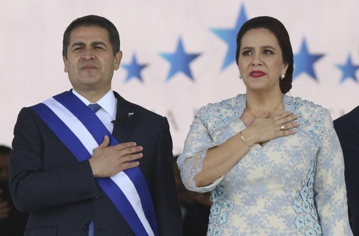 Presidente hondureño deja hospital; fue tratado por COVID