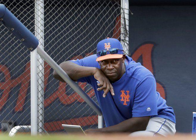 Preocupado, Chili Davis se ausentará de campamento de Mets