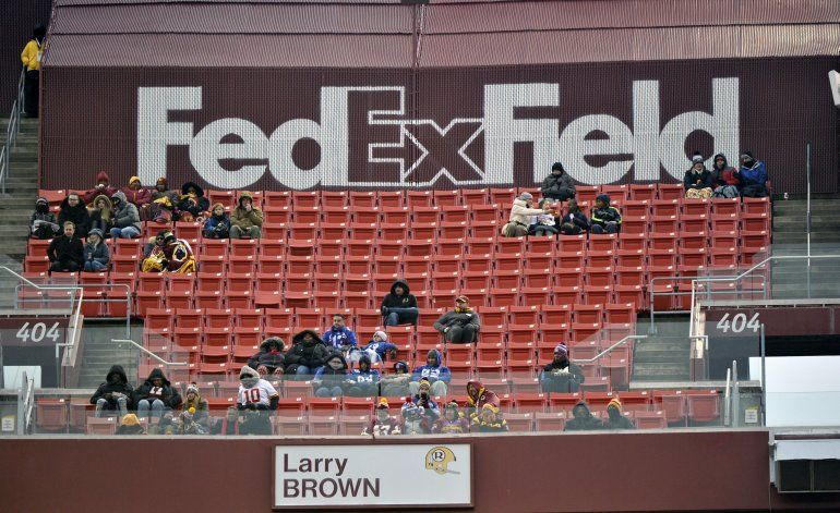 Patrocinador de Redskins pide que el equipo cambie su nombre
