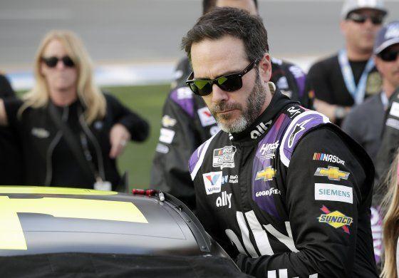 Johnson, 1er piloto de NASCAR en dar positivo de COVID-19