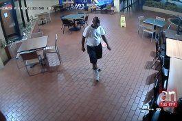 captado en camara quedo un hombre que entro a robar a un restaurante del oeste de miami en la madrugada de este viernes