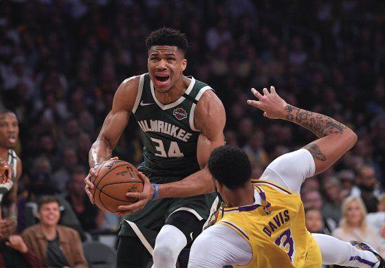 Bucks y Lakers buscan desoxidarse para los playoffs