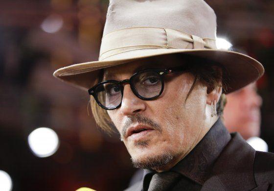 Juez dice que exesposa de Depp puede atestiguar en la corte