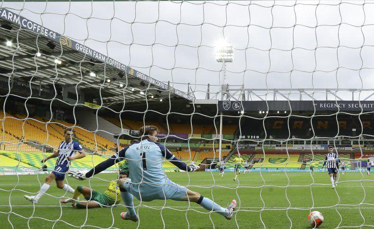 Leicester, Chelsea y Man United ganan y retienen sus lugares