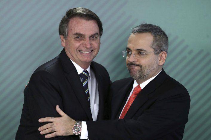 Bolsonaro no usa mascarilla en festejo del 4 de Julio