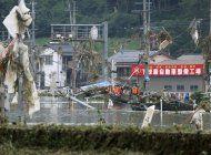fuertes aguaceros dejan unos 20 muertos en japon
