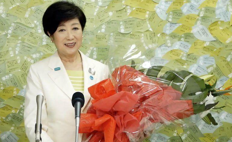 Gobernadora de Tokio gana elección gracias a manejo de virus