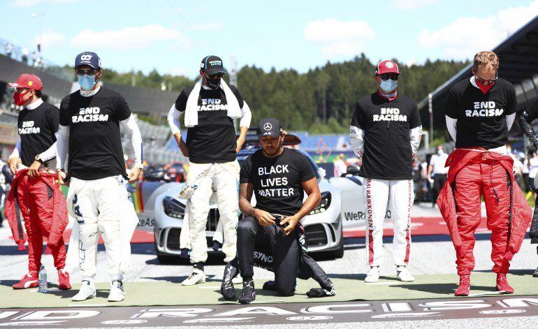 F1: Pilotos con camisetas anti racismo, 6 no se arrodillan
