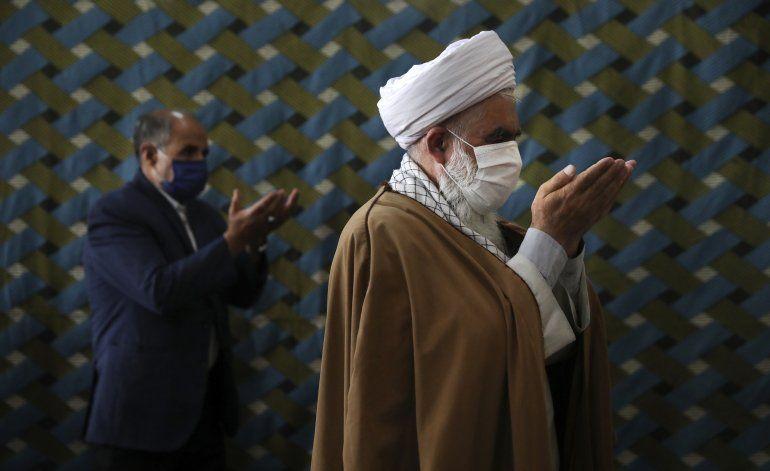 Irán implementa uso obligado de mascarillas por coronavirus