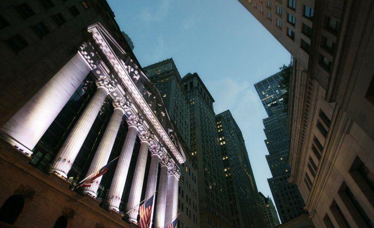 Wall Street sube; mantiene tendencia de Europa y Asia