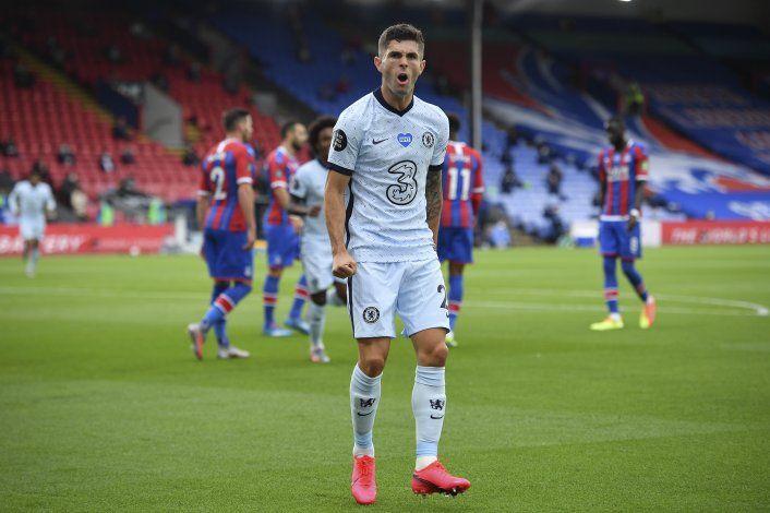 Pulisic brilla; Chelsea gana y desplaza a Leicester
