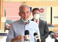 el alcalde de hialeah, carlos hernandez, anuncio formalmente su apoyo a alex penelas para alcalde de miami-dade