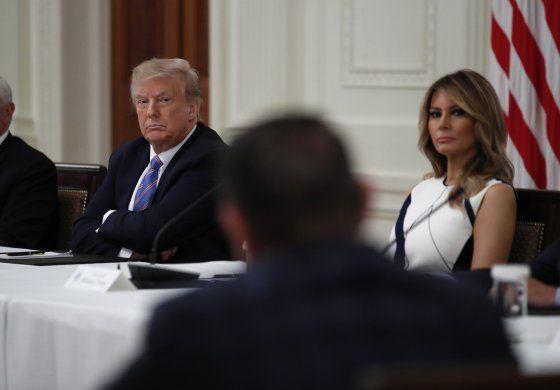 Trump amenaza con dejar sin fondos a escuelas que no reabran