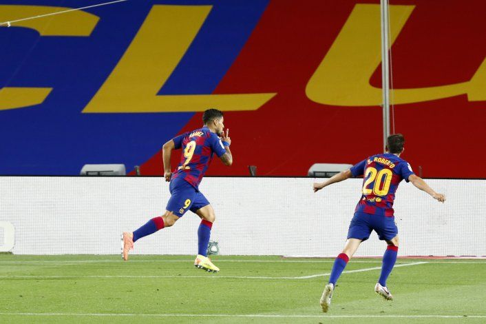 Apurado, Barça se ilusiona; vence al Espanyol, que desciende